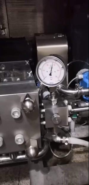 2吨/h生产型微射流高压均质机设备运行中